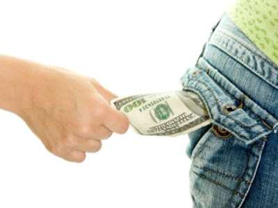 4 Behaviors Steal Your Money Without You Feel