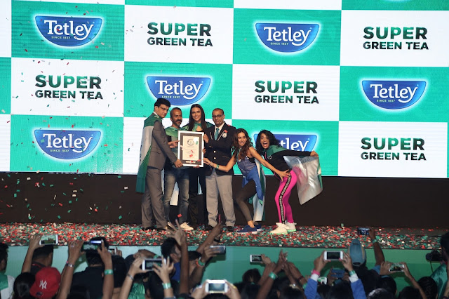 From L to R - Sourav Ganguly, Sushant Dash, Neha Dhupia, Rishi Nath, Shibani Dandekar and Shwetambari Shetty set a GUINNESS WORLD RECORDS