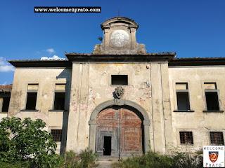 Immagine Facciata con portone ingresso del Cascinale Cascine di Tavola