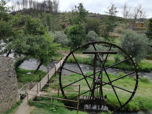 Roda de ferro movida a água