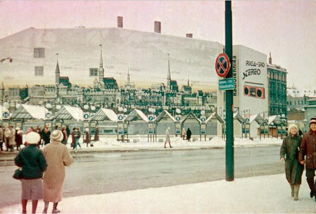 19 марта 1988 года. Рига. Улица Сатеклес. Станция маршрутных такси напротив Привокзальной площади