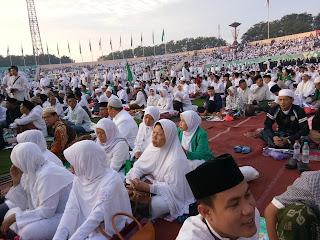 Alunan Shalawat Al-Hasanayn Bikin Ibu Muslimat NU Menangis