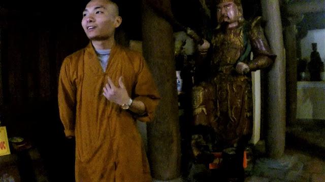 monk bao sai pagoda yen tu vietnam