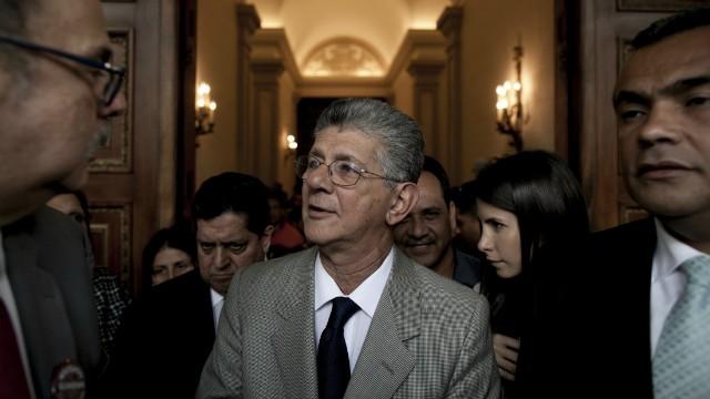 """Ramos Allup: """"Cuatro comadres"""" del CNE ilegalizarán a partidos de oposición"""