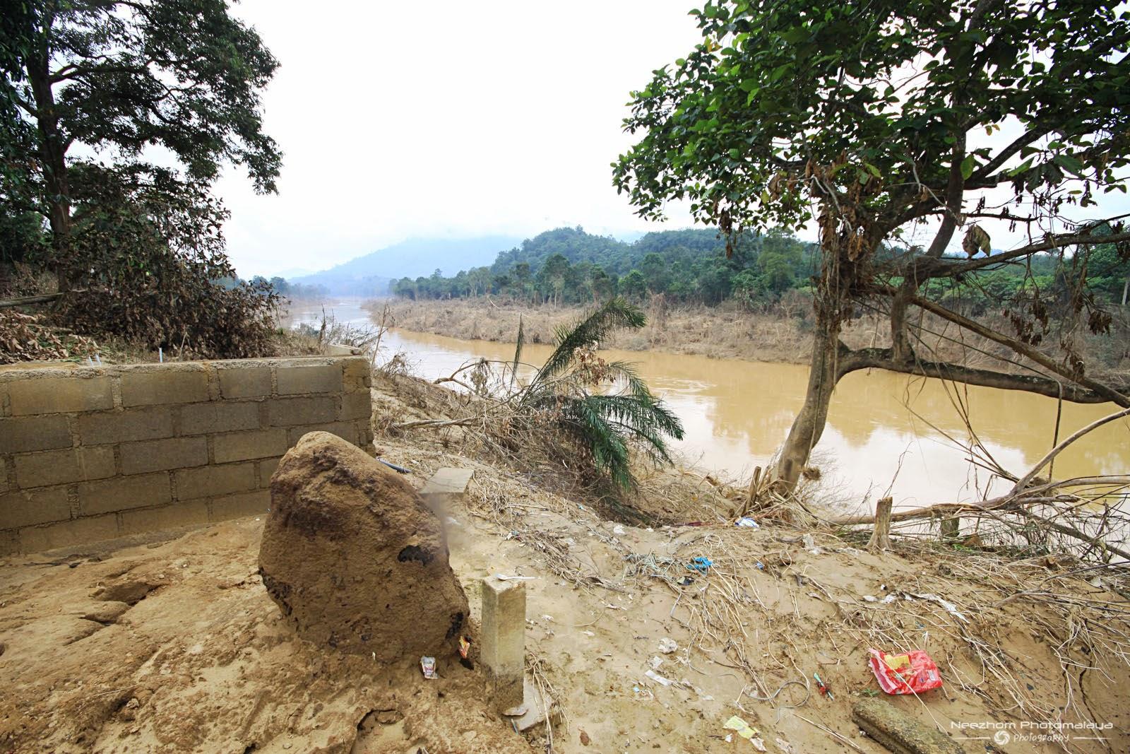 gambar Sungai Lebir kesan Banjir besar di Kampung Manjor, Kuala Krai