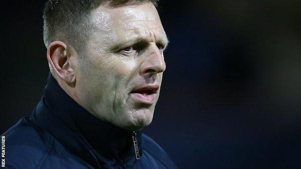 Oficial: Luton Town, rescinde contrato el técnico Graeme Jones