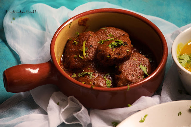 how to make Posto Bora / Posto Borar Jhal / Bengali Curry with Poppy Seeds Fritters recipe and preparations with step by step pictures