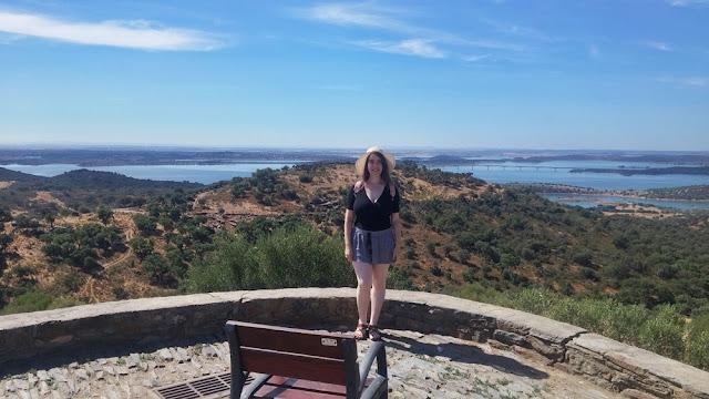 Miradouro em Monsaraz com vista para o Alqueva