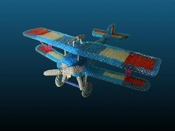 avion réalisé en scoubidou