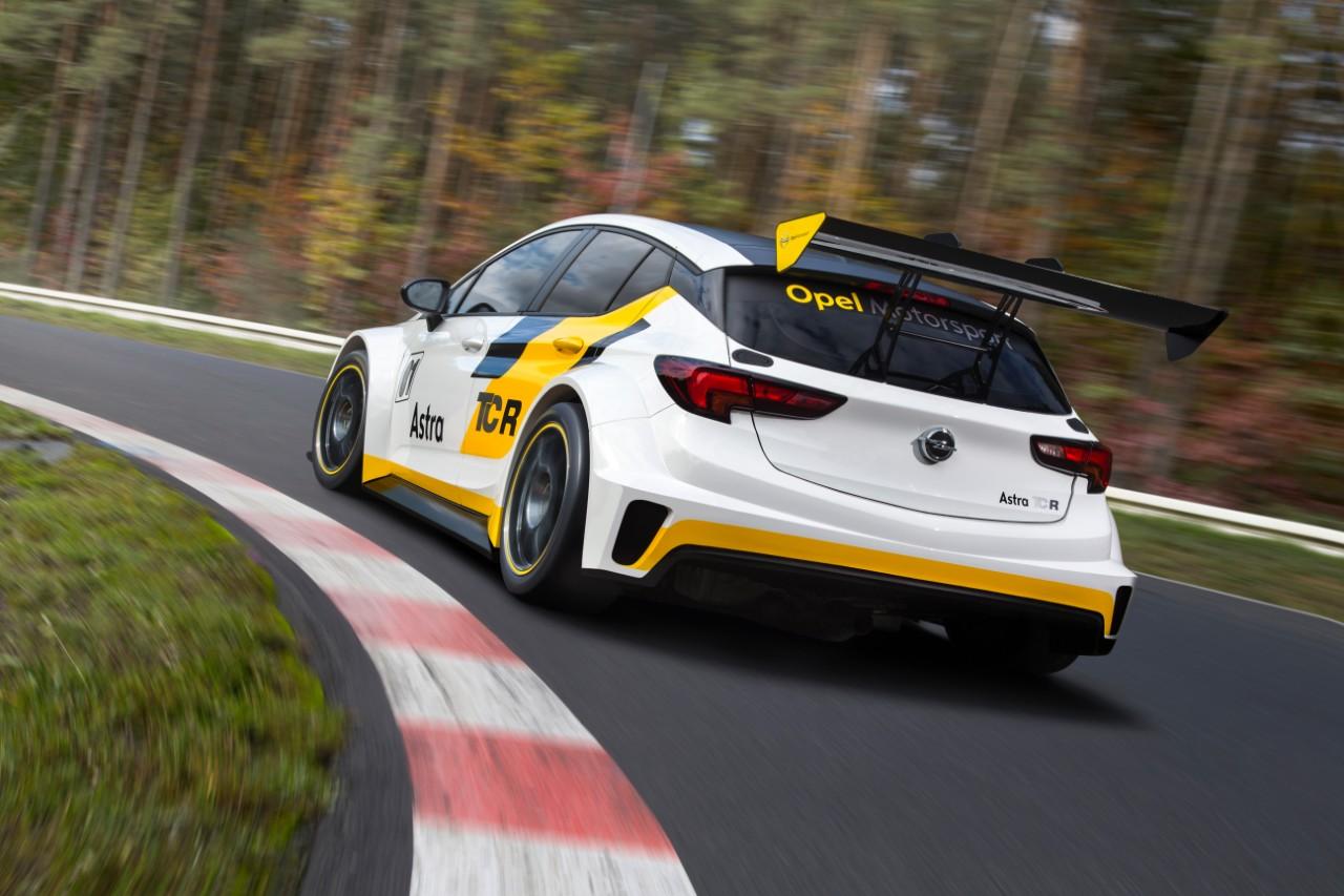 Διεξοδικές δοκιμές για το Opel Astra TCR πριν την έναρξη της αγωνιζτικής σεζόν