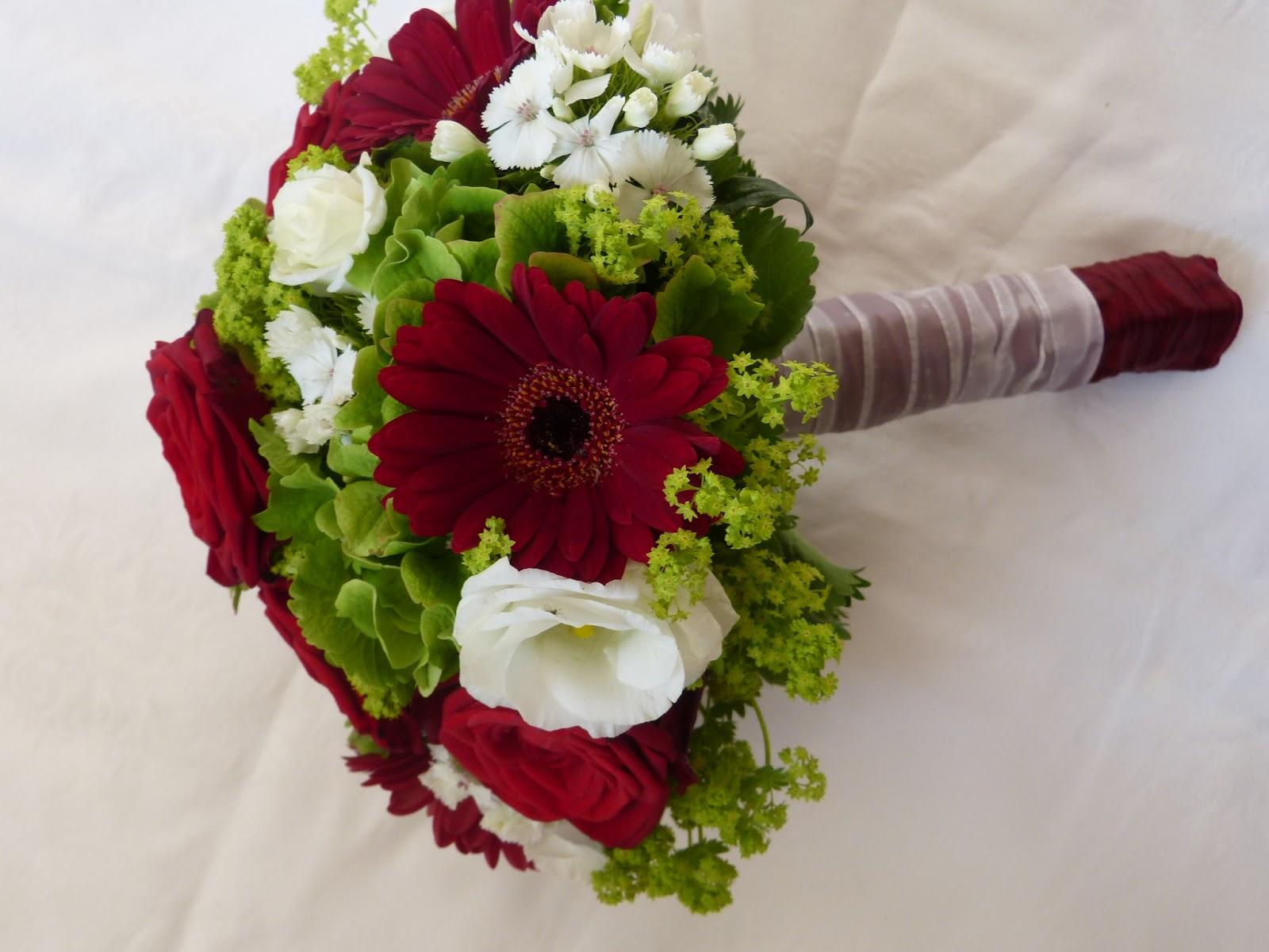 Brautstrauss Rote Und Weisse Rosen Brautstrauss Ranunkeln