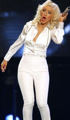 Foto de Christina Aguilera cantando más joven