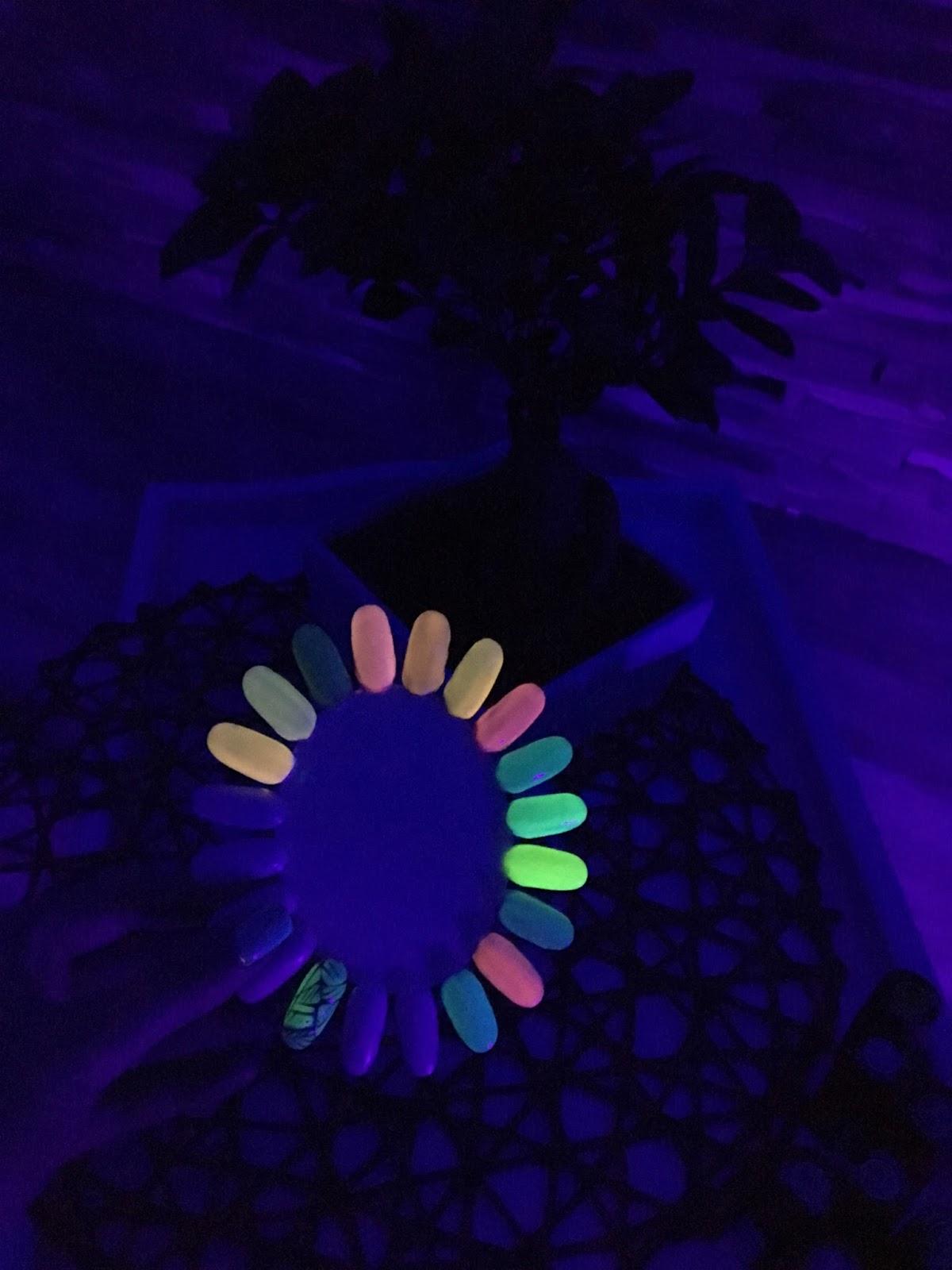 świecący lakier do paznokci