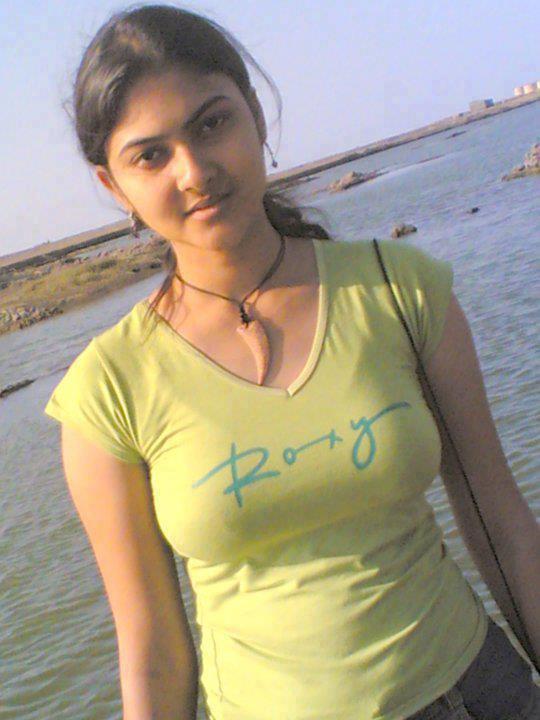 Desi Good Looking Teen Nude Photo 85