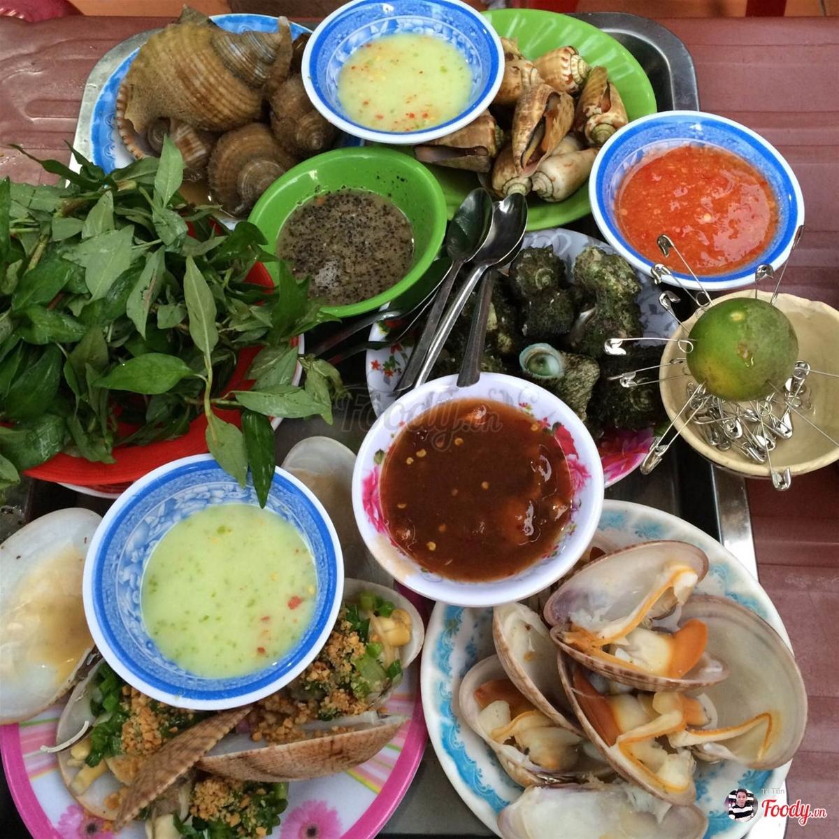 Nếu đi du lịch gia đình, bạn nên tìm các quán ăn ngon mà rẻ chỉ dân thổ địa Nha Trang mới biết