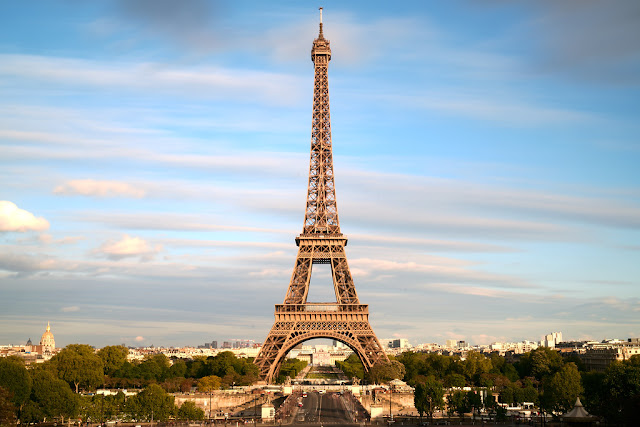 Nice View In the eiffel tower for best place to admire a romantic sunset