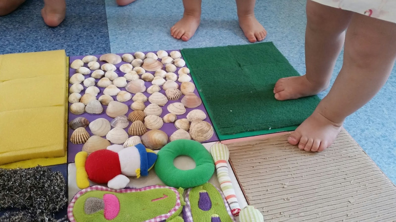 Centro de educaci n infantil pinocho alfombra sensorial for Alfombras de juegos para ninos