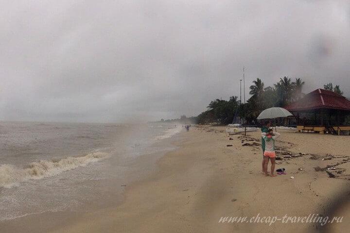 Пляж Ламаи в непогоду