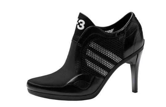 8614db27a6acc Adidas incorpora un nuevo diseño en el que se fusionan la estética de un calzado  deportivo con lo clásico y refinado de los zapatos con tacos