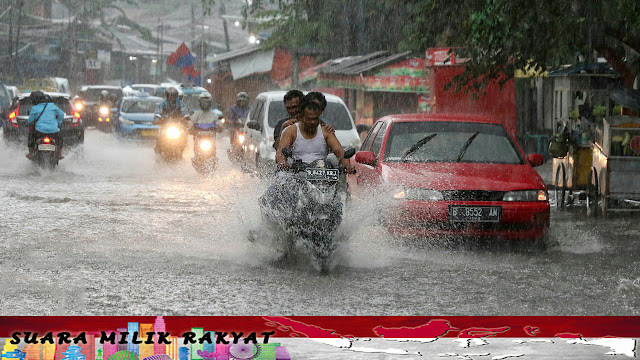 Posisi geografis Indonesia yang strategis, terletak di daerah tropis