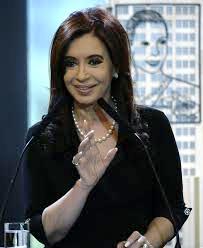 """El informe de la UIF es parte da la causa judicial """"Los Sauces"""", que ya indagaba a esa empresa de los Kirchner para saber si sus finanzas se usaron para cometer delitos de corrupción."""