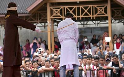Pasangan Gay di Aceh Hadapi Hukuman Cambuk 100 Kali