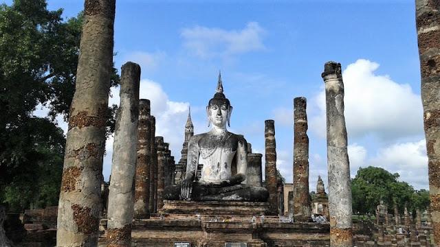 Budha en templo Tailandia