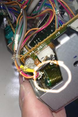 ICOM IC-275H mikrofoniliitin rigin päässä