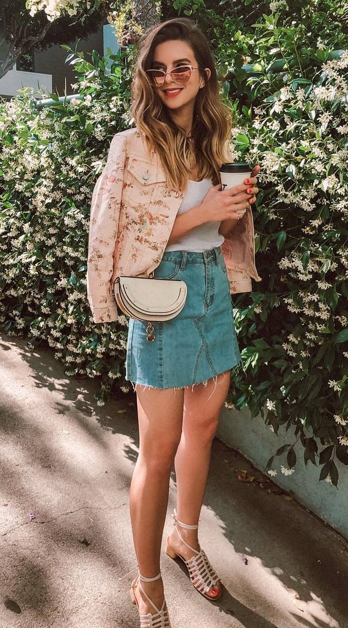 gorgeous outfit idea / denim skirt + floral jacket + top + bag + sandals