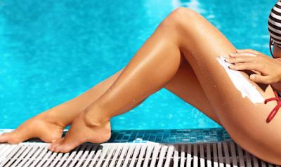 Μην μπαίνετε σε πισίνα αν φοράτε αντηλιακό – Κίνδυνος υγείας από ουσία που αντιδράει στο χλώριο!