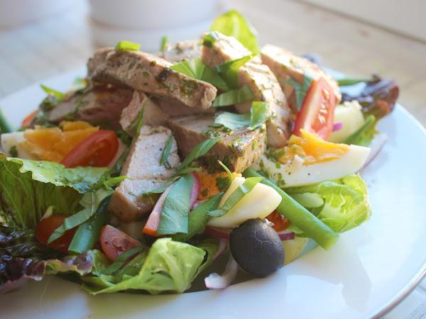 Kesäinen klassikkosalaatti salade nicoise