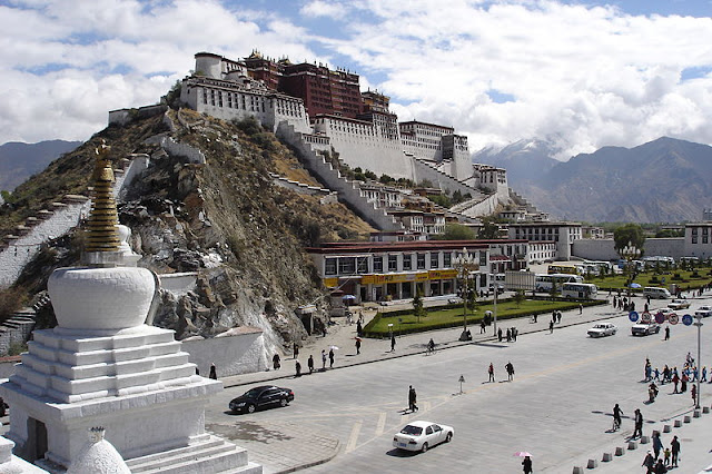 Image Attribute: View of the Potala Palace from the foothill of Chagpo Ri (Lhasa, Tibet Autonomous Region, People's Republic of China) dated May 23 2006/ Source: Ondřej Žváček, Wikimedia Commons