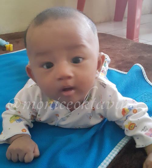 Umar Belajar Tengkurep dan Angkat Kepala (3 Month's