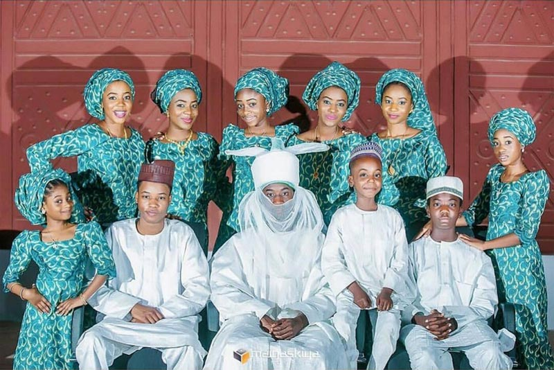Emir of Kano Sanusi poses with his 11 children on Father's Day