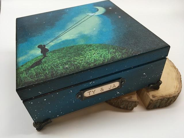 Drewniane pudełko ozdobione decoupage
