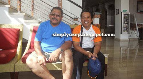 KOPDAR : Pak Haji Daeng Effendi di sebelah kiri dan saya sendiri di sebeah kanan saat jumpa di Mercure di bulan April 2014 yang lalu. Saya masih menyimpan fotonya dengan baik.  Foto IST
