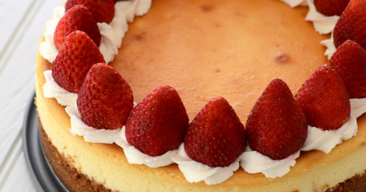 heart baking!: classic cheesecake decorated with whipped cream and ...