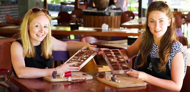 Membuat coklat berdua di Bali