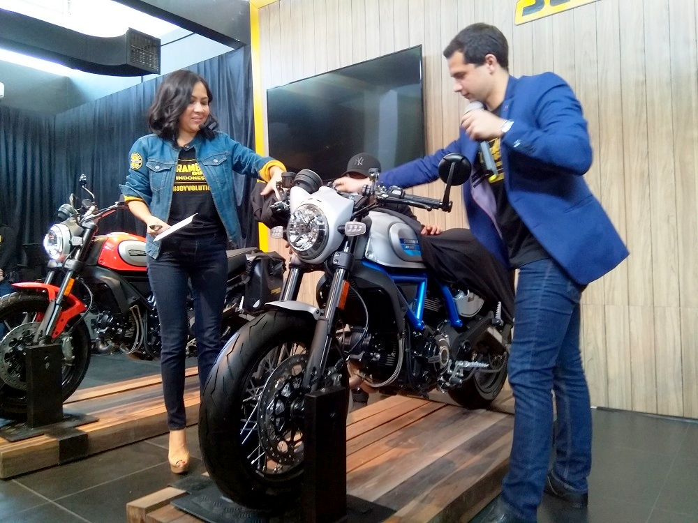 Baru di launching di Indonesia, ini dia pembeli pertama Ducati Scambler Cafe Racer 2019