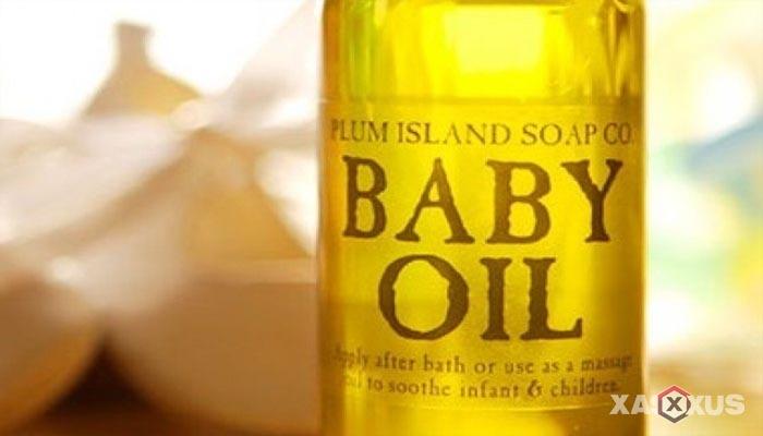 Cara membersihkan kotoran telinga dengan baby oil