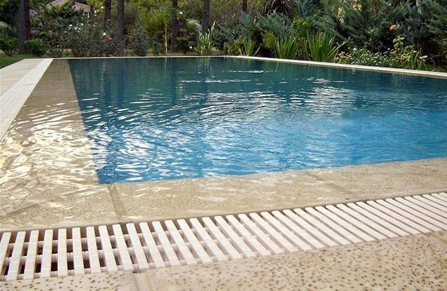 Ara construcciones en general piscinas desborde filandes for Construccion de piletas de agua