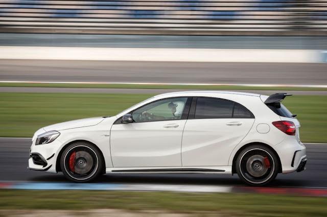 Ốp sườn xe Mercedes AMG A45 4MATIC thiết kế thể thao AMG với nẹp màu Xám Titan