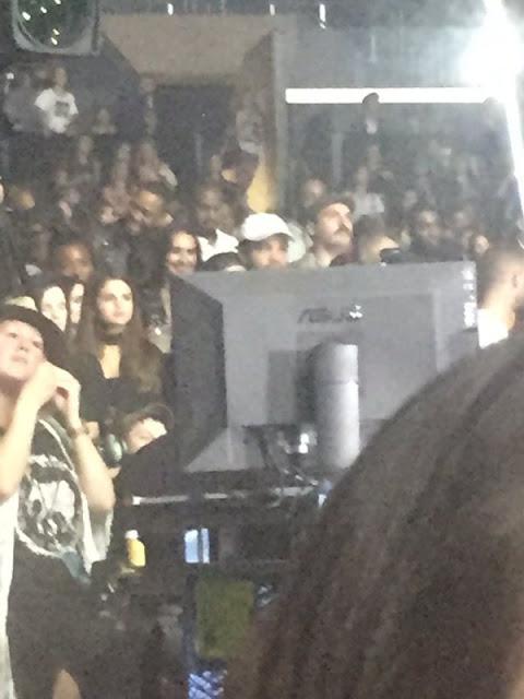 Selena Gomez asiste a concierto de Justin Bieber (FOTOS + VIDEO)