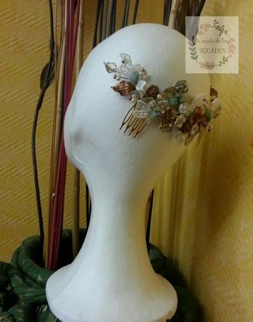 tocado para novia con porcelana, encaje y piedras naturales turquesa