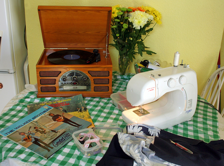 Mathilde Blouse Sewing whilst listening to 60's records