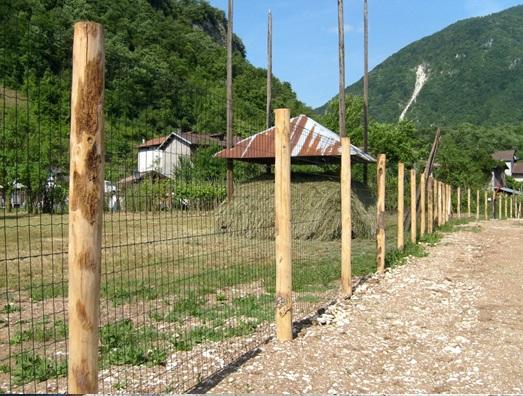 Come fare una recinzione economica edilizia in un click for Recinzione economica fai da te