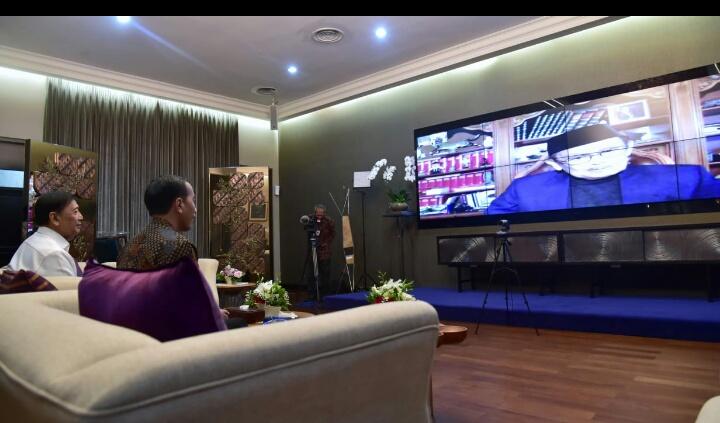 Presiden Jokowi Meminta Nasehat dengan BJ Habibie Soal Pengembangan SDM Melalui Video Call