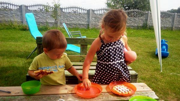 obiad na podwórku, gofry dla dzieci, jogurtowe