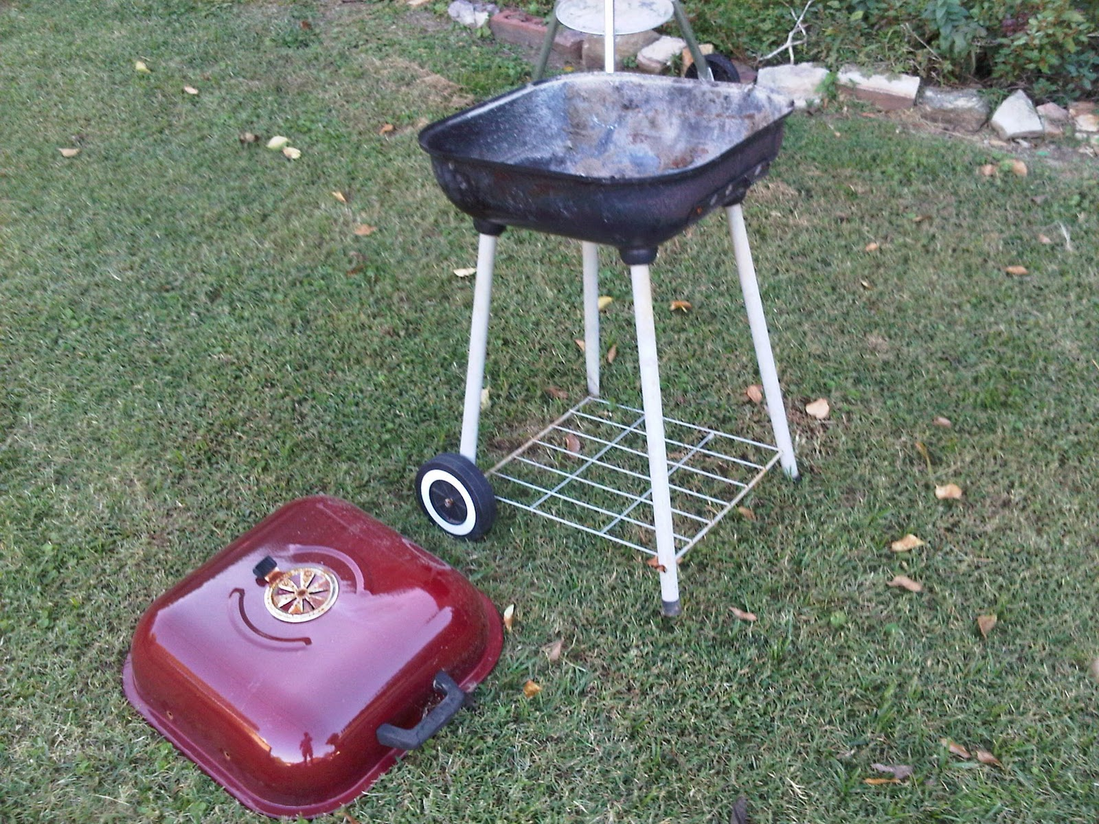Blog Blog Blog: DIY Fire Pit (From an old Charcoal Grill)