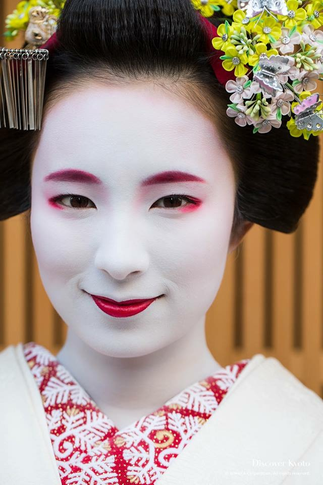 Maiko always wear vivid, strong make-up